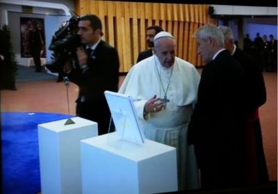pope_at_coe_close_400