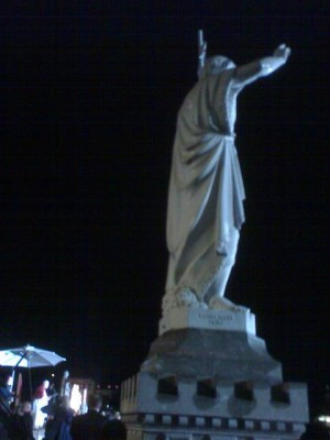 pope_benedict_speaks_to_people_gathered_at_lourdes_despite_the_night_rain__giant_statute_400