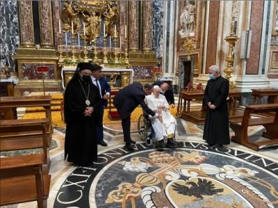 pope_francis_at_wheeling_chair_july_14_2021_aleteia__eurofora_400