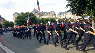 popular_firefighters_followed_by_children_trainees_july_13_parade_eurofora_400