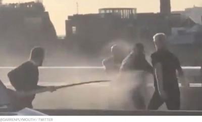 real_european_citizen_polish_fights_chasses_away_deadly_islamist_terrorist_from_pakistan_at_london_bridge_400