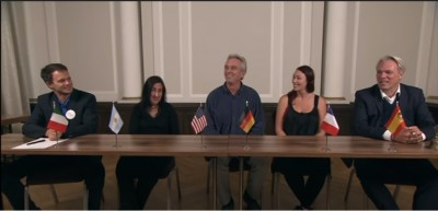 rfkennedy_at_berlin_press_conference_28.8.2020__5__end_smiles_deutsch_moto_acu2020_video__eurofora_screenshot_400