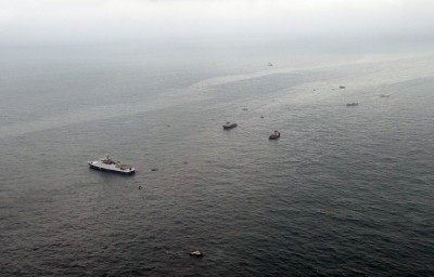 russian_plane_rescvue_boats_search_for_wreckage_400