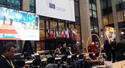 santa_claus_spoted_at_eu_councils_atrium_pressroom_eurofora_400