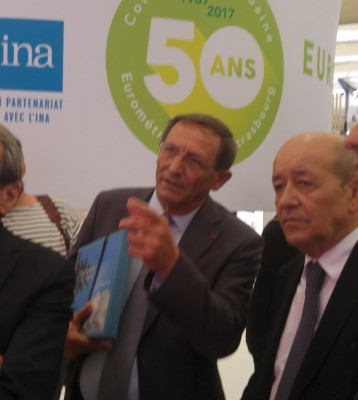 stras_eurometropol_president_hermann_showing_exhibition_to_french_efa_minister_drian_eurofora_400