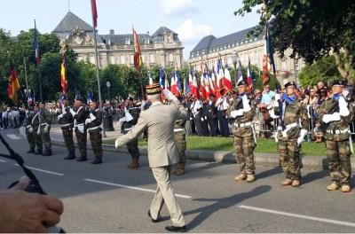 strasbourgs_commader_salutes_eurocorps_eurofora_400