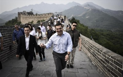 tsipras_at_china_wall_400
