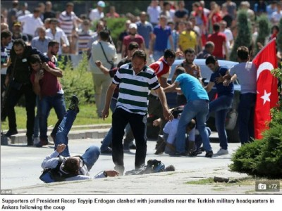 turkish_mobsters_attack__brutalize_dissident_journalists_after_the_crash_of_secular_coup_attempr__uk_newspaper_daily_mail_400