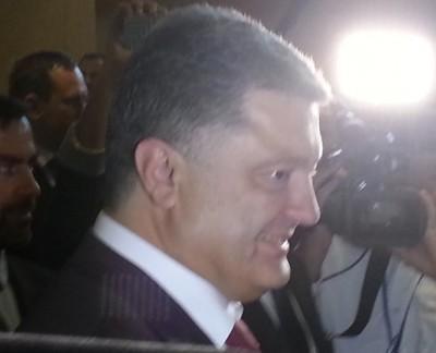 ukran_poroshenko__people_close_400