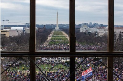 usa_capitol_people_arriving_from_obelisc_window_view_news.com.au__eurofora_400