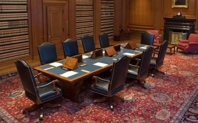 usa_fed._supreme_court_interior_deliberations_scotus__eurofora_screenshot_400