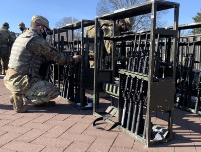 usa_military_weapons_at_capitol_eadn__eurofora_400