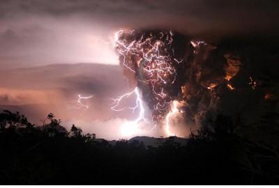 volcano_night_clouds_400